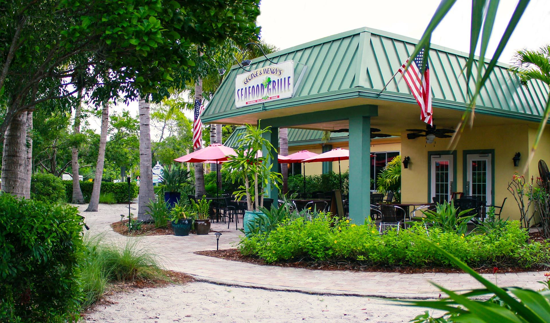 Sanibel Seafood Grille outside seating